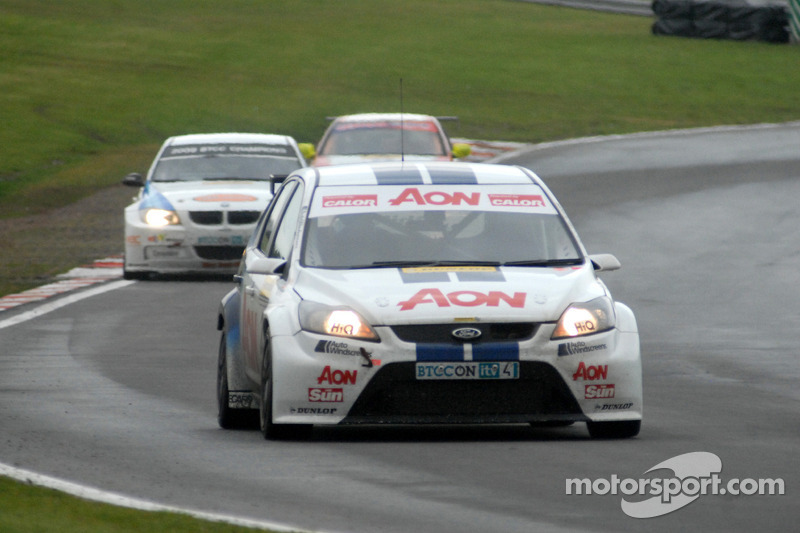 Tom Chilton voor Andy Neate en Lea Wood