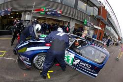 Passage aux stands pour #61 Matech Competition Ford GT: Cyndie Allemann, Rahel Frey, Yann Zimmer