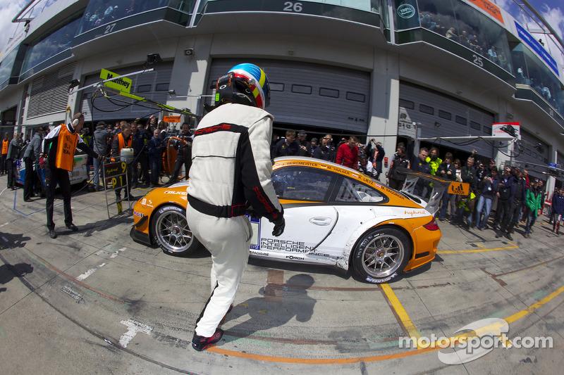 Pitstop #9 Porsche Team Manthey Porsche GT3 R Hybrid: Jörg Bergmeister, Richard Lietz, Marco Holzer,