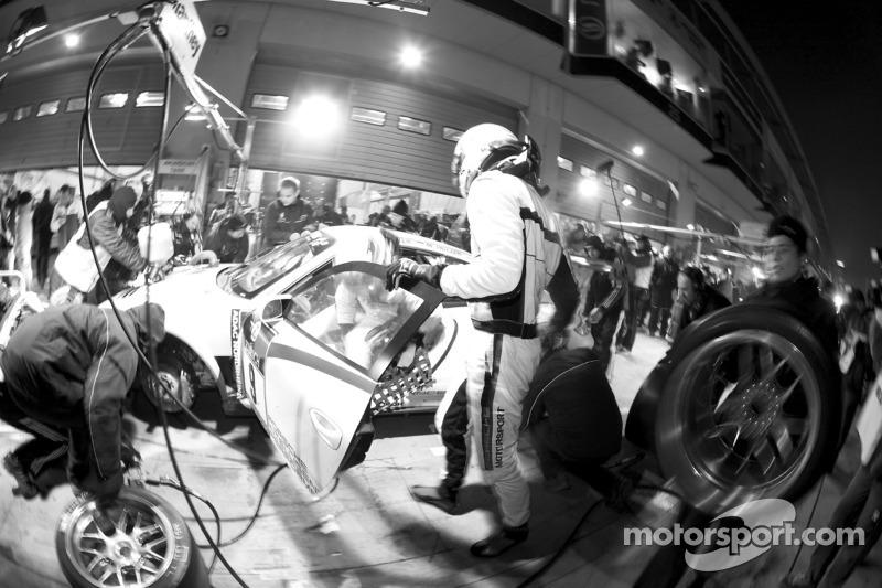 Pitstop #9 Porsche Team Manthey Porsche GT3 R Hybrid: Jörg Bergmeister, Richard Lietz, Marco Holzer, Martin Ragginger