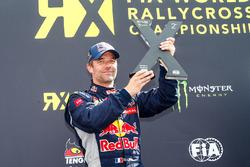 Podium: peringkat kedua Sテゥbastien Loeb, Team Peugeot Hansen