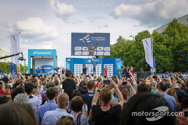 Podio:ganador de la carrera Sébastien Buemi, Renault e.Dams, segundo lugar Daniel Abt, ABT Schaeffler Audi Sport, tercer lugar Lucas di Grassi, ABT Schaeffler Audi Sport