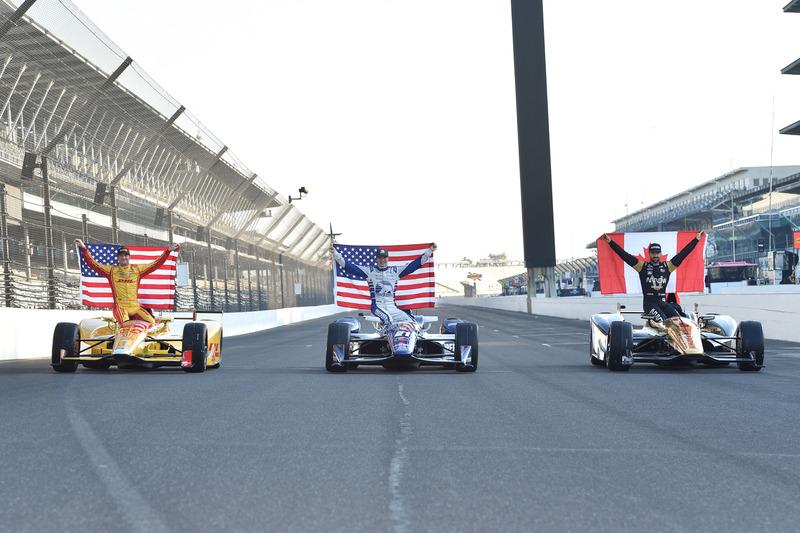 Erste Startreihe für das 100. Indy 500: Polesitter James Hinchcliffe, Schmidt Peterson Motorsports Honda, 2. Josef Newgarden, Ed Carpenter Racing Chevrolet, 3. Ryan Hunter-Reay, Andretti Autosport Honda