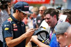 Даніель Ріккардо, Red Bull Racing дає автографи вболівальникам