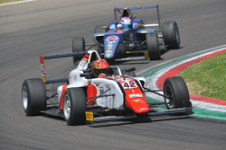 Артем Петров, DR Formula впереди Яна Шлома, RB Racing