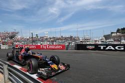 Карлос Сайнс мл, Scuderia Toro Rosso