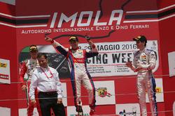 1. Yarış podyum: 1. Marcos Siebert, Jenzer Motorsport, 2. Mick Schumacher, Prema Power Team, 3. Job Van Uitert, Jenzer Motorsport