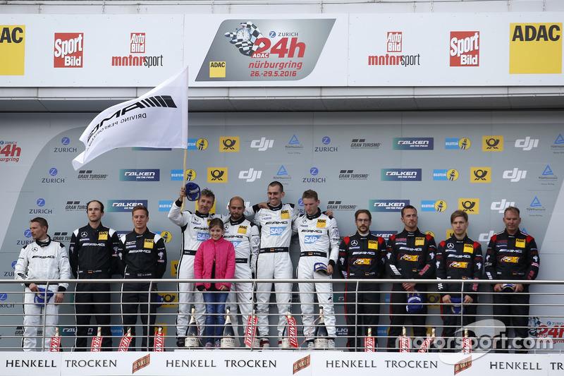 Die Mercedes-AMG-Fahrer auf dem Podium