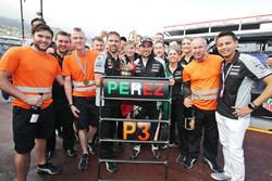 Sergio Perez, Sahara Force India F1 festeggia la sua terza posizione con il team