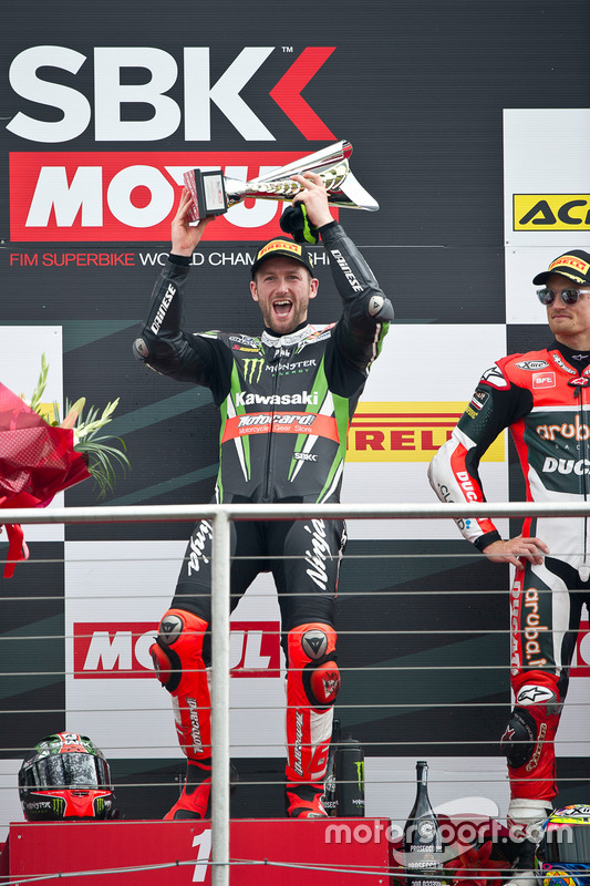 Tom Sykes Kawasaki Racing Team en el podio