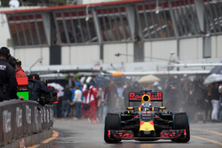Daniel Ricciardo, Red Bull Racing, drove in pit lance, Monaco Grand Prix