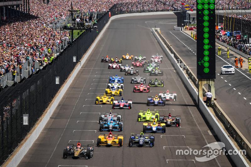 31. Inicio: James Hinchcliffe, Schmidt Peterson Motorsports Honda líder