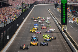 Start: James Hinchcliffe, Schmidt Peterson Motorsports Honda memimpin