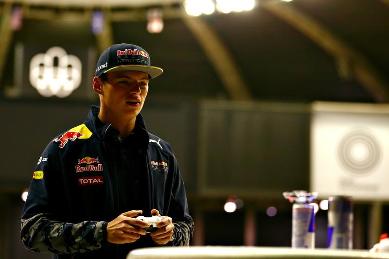Max Verstappen, Red Bull Racing carrera de drone