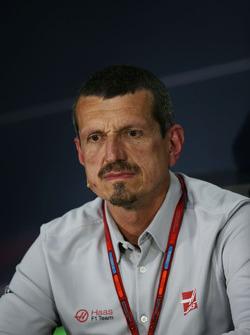 Guenther Steiner, Haas F1 Director del equipo en la Conferencia de prensa FIA