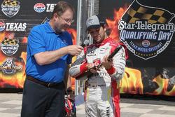Ganador de la pole Carlos Muñoz, Andretti Autosport Honda con Eddie Gossage Jr.