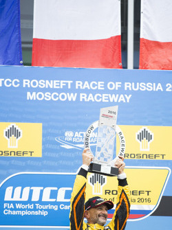 Победитель гонки Габриэле Тарквини на подиуме