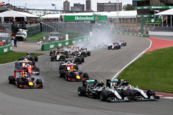 Nico Rosberg, Mercedes AMG F1 W07 and Lewis Hamilton, Mercedes AMG F1 W07 battle for position at the start ahead of Daniel Ricciardo, Red Bull Racing RB12, Max Verstappen, Red Bull Racing RB12 and the rest of the field