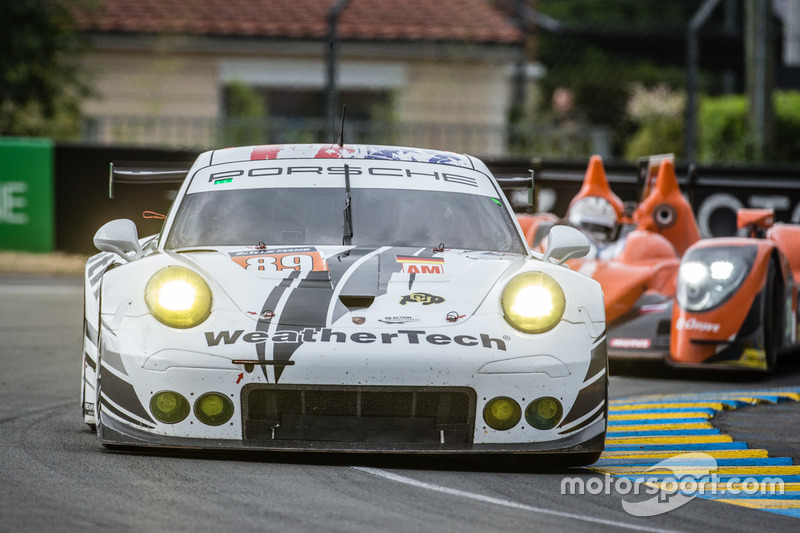 57: Porsche 911 RSR команды Proton Competition: Купер МакНил, Лех Кин, Марк Миллер