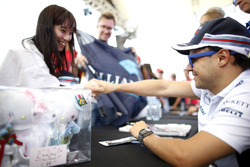 Felipe Massa, Williams, meets a fan