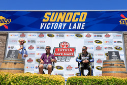 (L-R) Former driver Ernie Irvan dan Tony Stewart, Stewart-Haas Racing are inducted into Sonoma Raceway Wall Of Fame