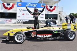 Ganador de la carrera Aaron Telitz, Team Pelfrey