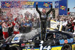 Sieger Tony Stewart, Stewart-Haas Racing, Chevrolet