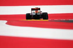 Max Verstappen, Red Bull Racing RB12 gaat breed