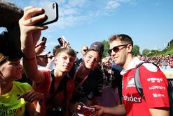 Sebastian Vettel, Ferrari met fans