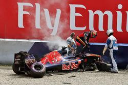 Daniil Kvyat, Scuderia Toro Rosso, na een zware crash
