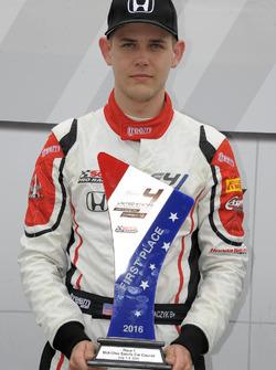 Ganador de la carrera Konrad Czaczyk