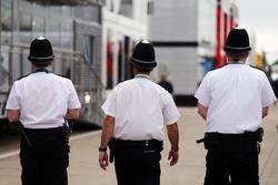 عناصر الشرطة فى البادوك