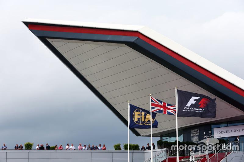 Прапори FIA, Великої Британії та Формули 1