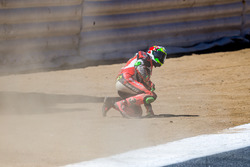 Crash in de Corkscrew voor Davide Giugliano, Aruba.it Racing - Ducati