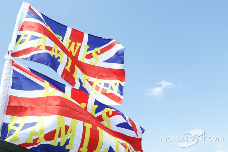 Прапори для Льюіса Хемлтона, Mercedes AMG F1