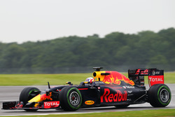 Pierre Gasly, Red Bull Racing RB12 testrijder