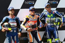 Ganador de la pole Marc Márquez, Repsol Honda Team, segundo clasificado Hector Barbera, Avintia Racing, tercer clasificado Valentino Rossi, Yamaha Factory Racing