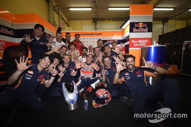 Ganador, Marc Márquez, Repsol Honda Team celebra con el equipo