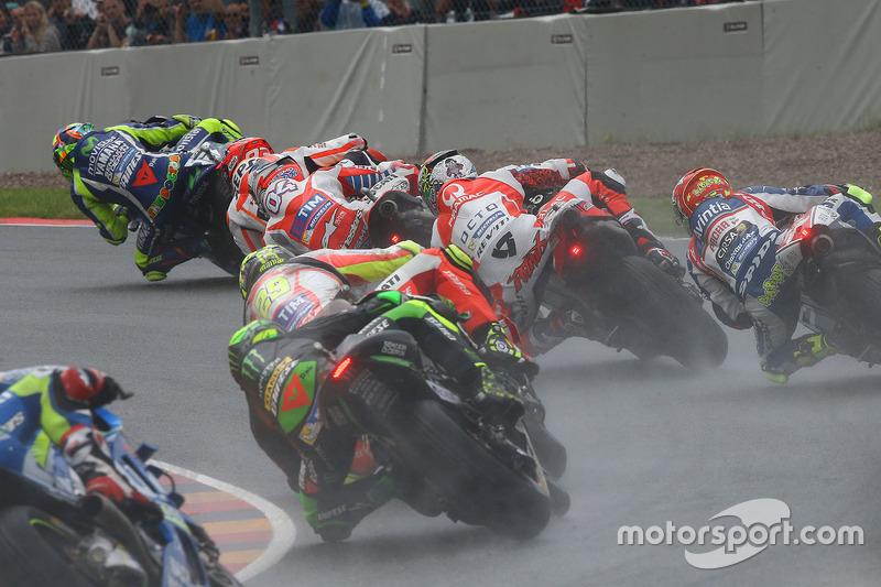 Valentino Rossi, Yamaha Factory Racing al comando alla partenza