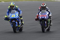 Aleix Espargaro, Team Suzuki MotoGP; Jorge Lorenzo, Yamaha Factory Racing