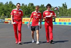Sebastian Vettel, Ferrari bei der Streckenbegehung mit dem Team