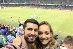 José María López, junto a su novia Victoria, en el partido de Los Pumas