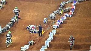 La segunda caida de Ken Roczen en el Main Event del Supercross de Atlanta.