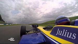 Un tour en caméra embarquée à Donington avec Nicolas Prost