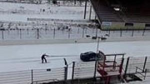 التزحلق على الثلج في حلبة سبا