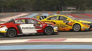 SLOWMO - Demoustier tangles with Tarquini in race 1