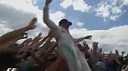 Britanya GP: Hamilton zaferini seyircilerin üstünde kutladı
