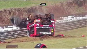 Debora Rodrigues huge crash and flip at Fórmula Truck Autódromo Zilmar Beux de Cascavel