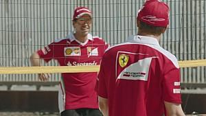 Vettel y Raikkonen se enfrentan en un partido de voley playa