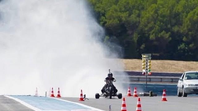Algemeen Driewieler gaat op water van 0 naar 100 in 0,55 seconde